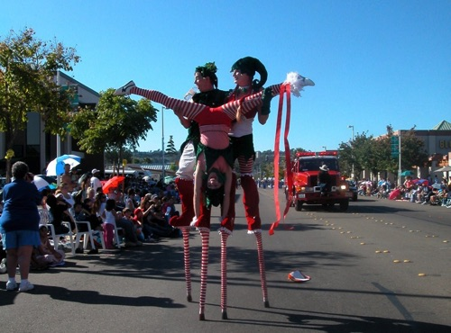 Mother Goose Parade  Stilt~Stand!